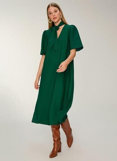 NGSTYLE Fular Yakalı Midi Elbise Yeşil